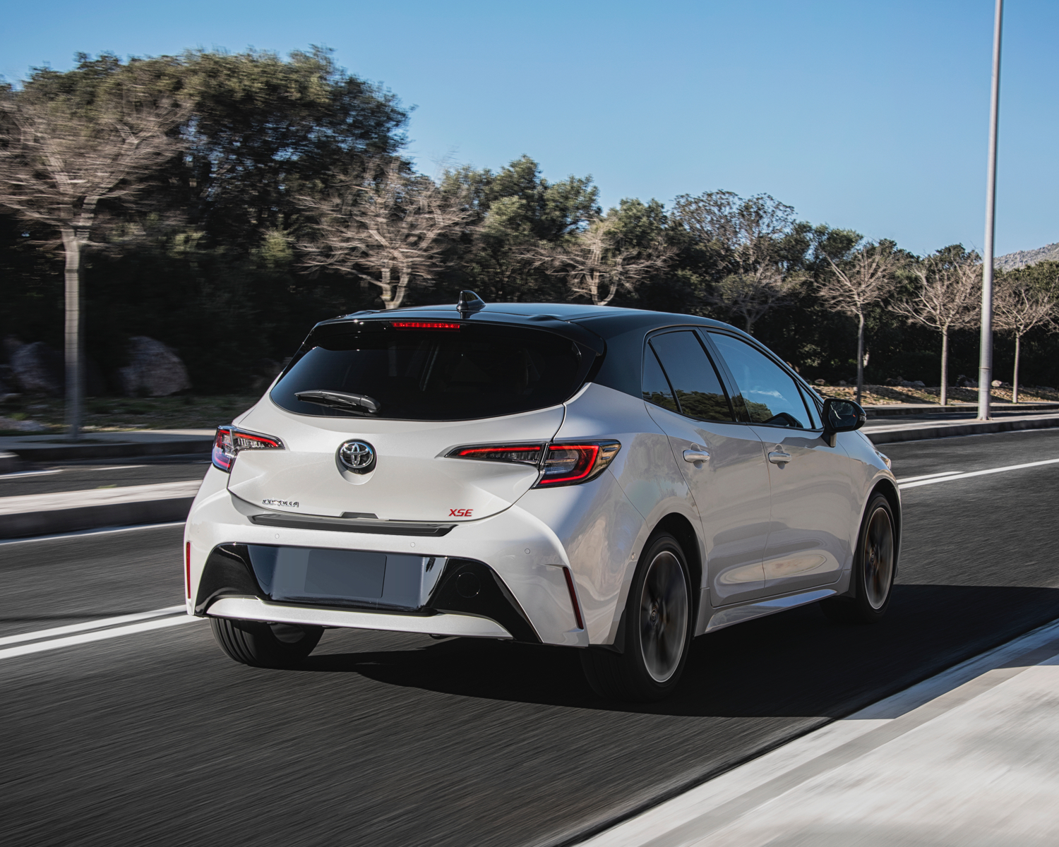 Corolla Hatchback XSE shown in Wind Chill with Black Roof