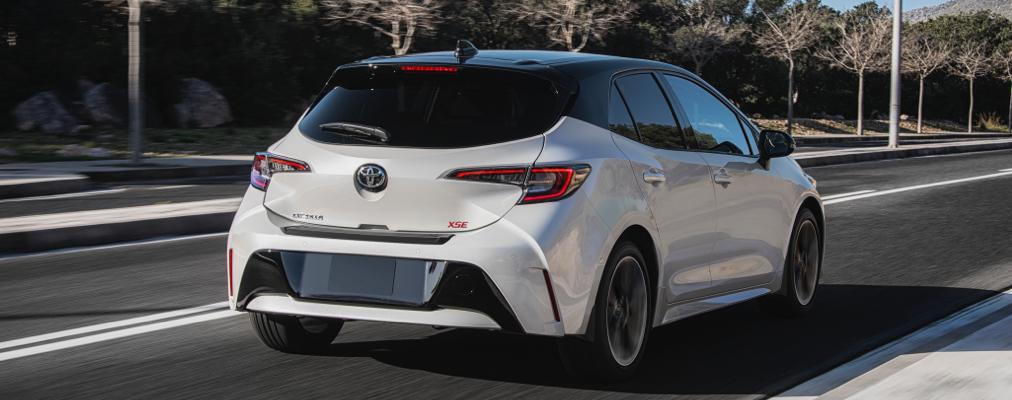 Corolla Hatchback XSE montrée en Frisson glacé avec toit noir