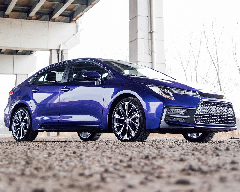 Corolla SE avec groupe Amélioré montrée en Bleu héliographique