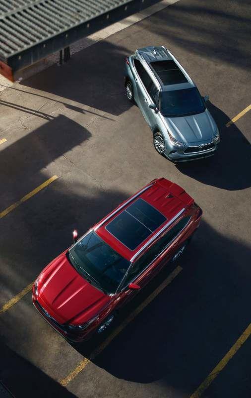 Highlander hybride couleur en Rouge rubis nacré et Highlander Platinum couleur en Poussière lunaire
