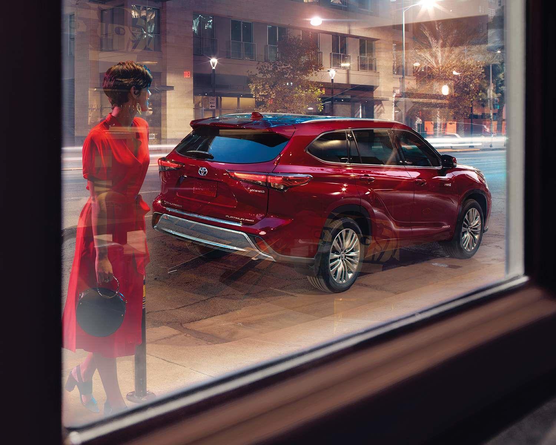 Highlander Hybrid Platinum AWD shown in Ruby Flare Pearl