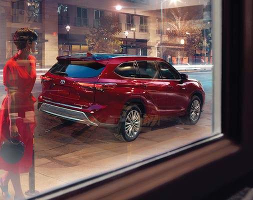 Highlander Hybrid Platinum AWD shown in Ruby Flare Pearl