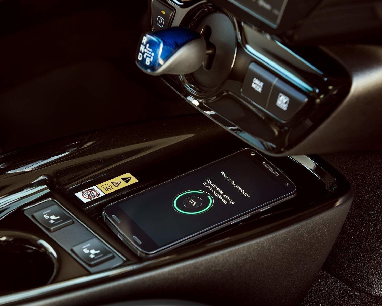 Système de recharge sans fil Qi pour téléphones intelligents disponibles