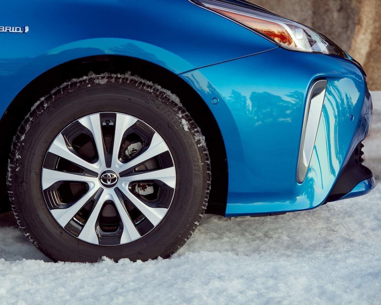 Prius Technologie AWD-e avec groupe Avancé roues