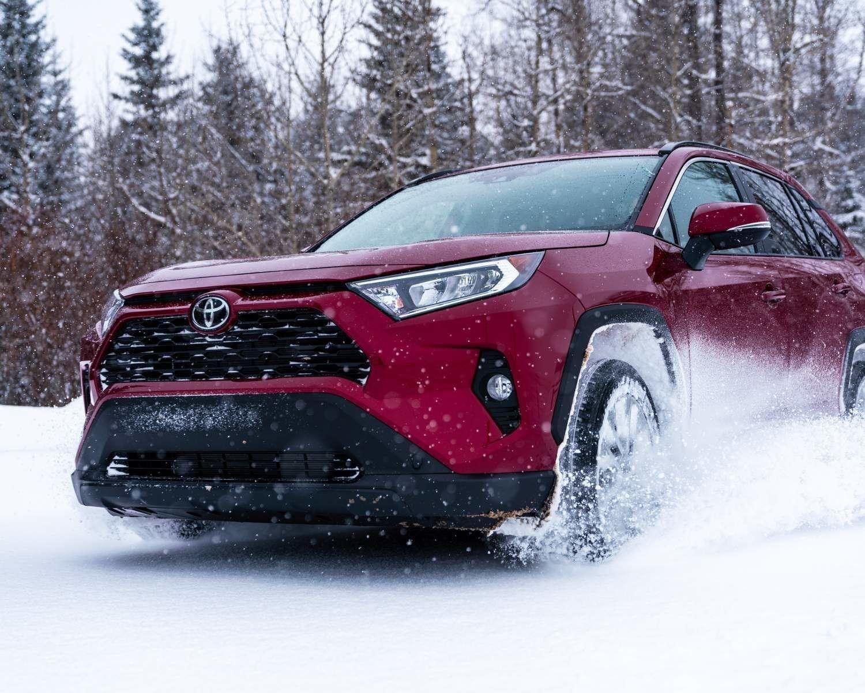 RAV4 XLE Premium AWD montré en Rouge rubis nacré