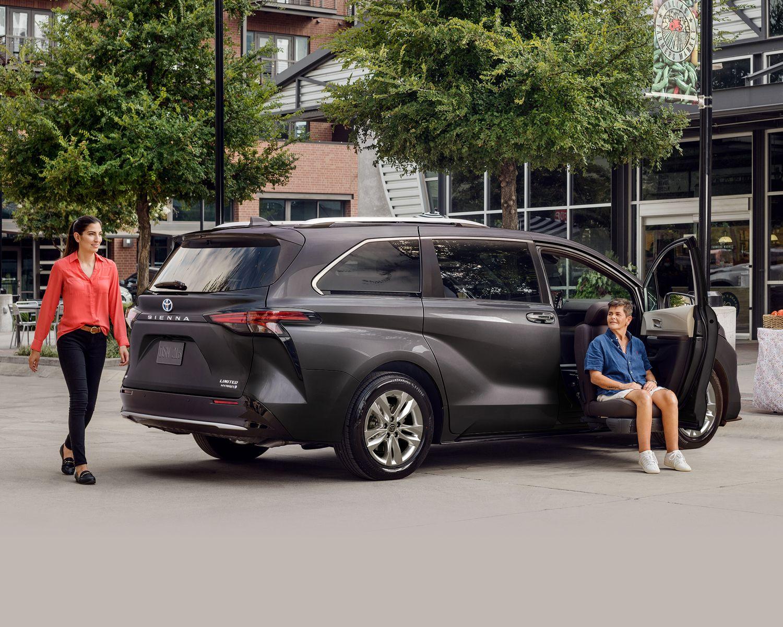 Sienna Limited couleur Gris aurore mica avec siège Mobilité Lift-Up à commande assistée