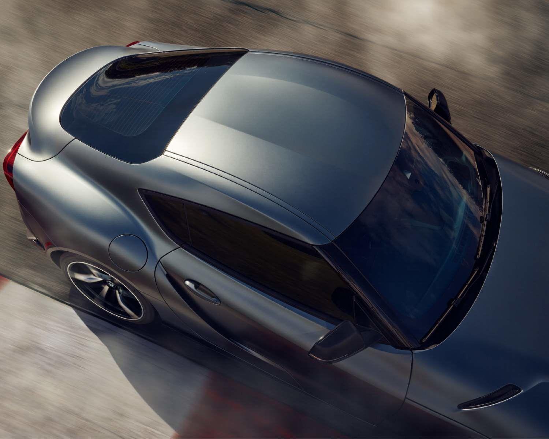 GR Supra 3,0 2021 montrée en Fantôme. Couleur de peinture haut de gamme montrée. Disponible moyennant un coût suppleémentaire.