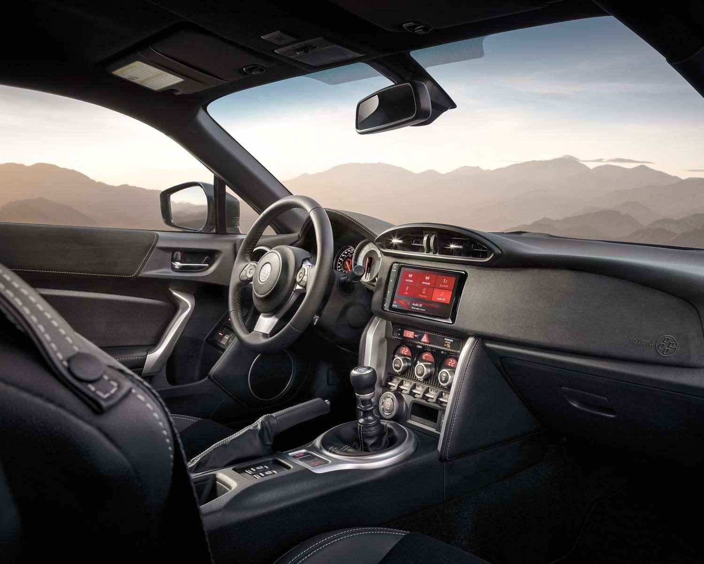 Volant et tableau de bord de la Toyota 86