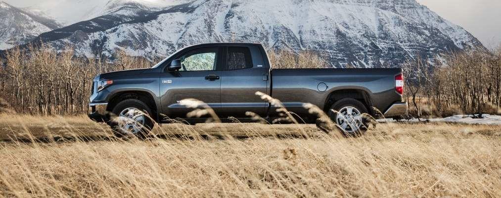 Tundra Double Cab LB SR5 Plus montré en gris magnétique métallisé