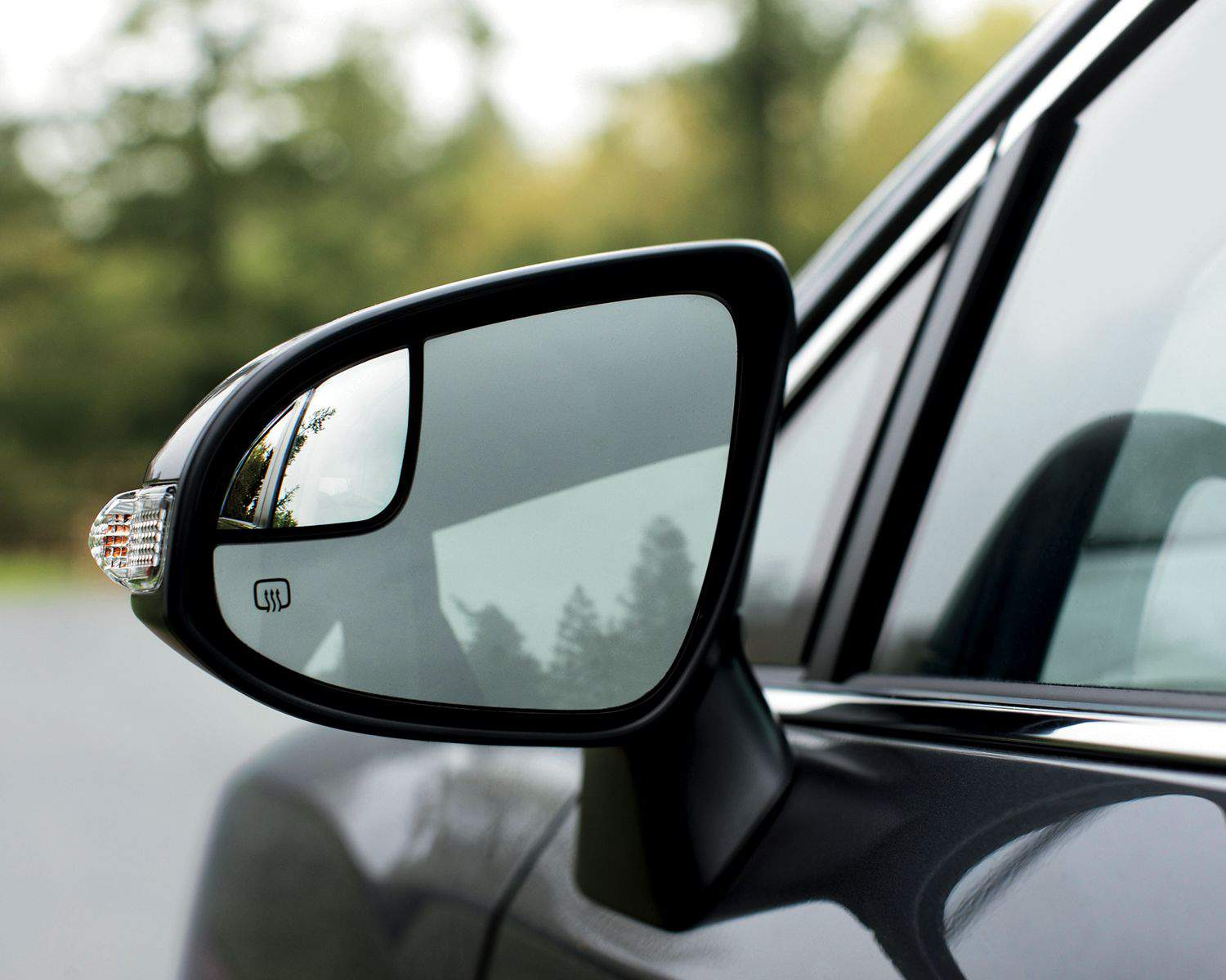 Venza has Power Heated Exterior Mirrors with Integrated Turn Signals, Blindspot Mirror & Puddle Lamps