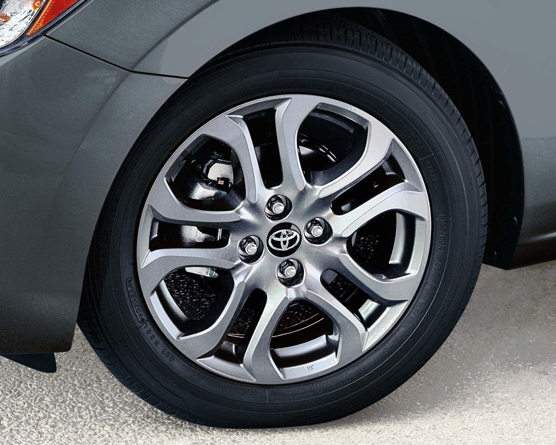 Yaris Hatchback XLE Wheels