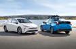 Prius Technologie AWD-e montrée en Bleu orage électrique et Super blanc