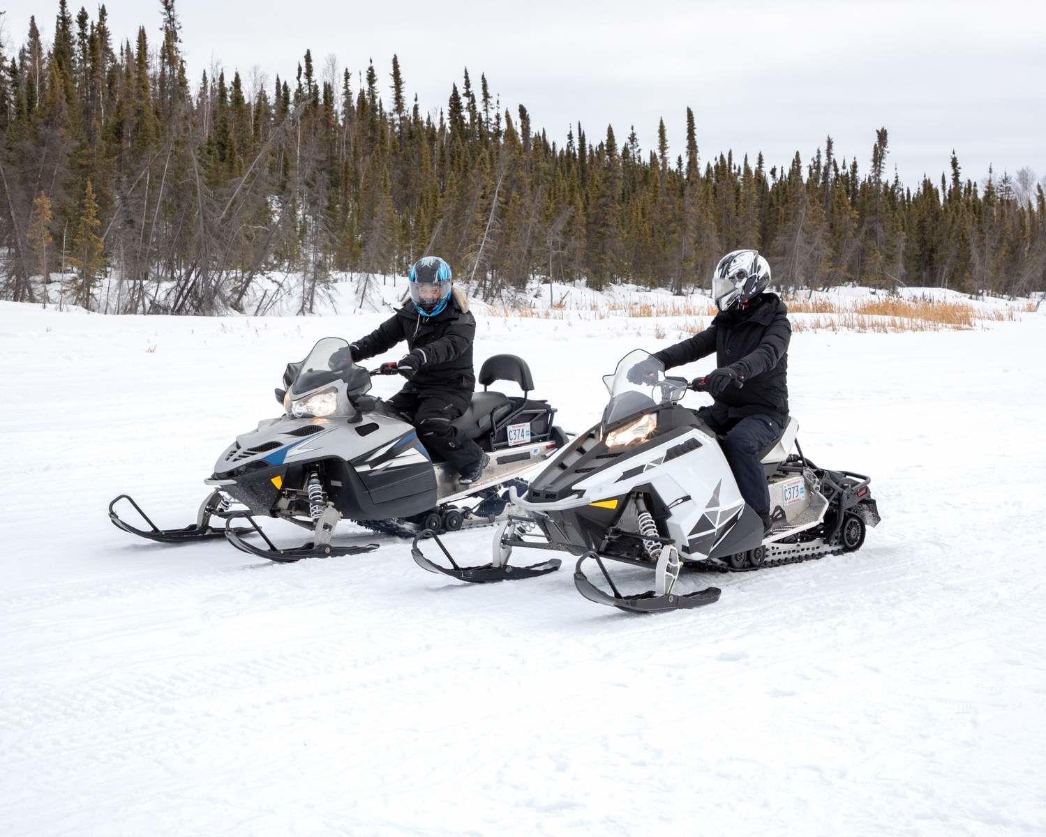 Balade à motoneige à Yellowknife, dans les Territoires du Nord-Ouest