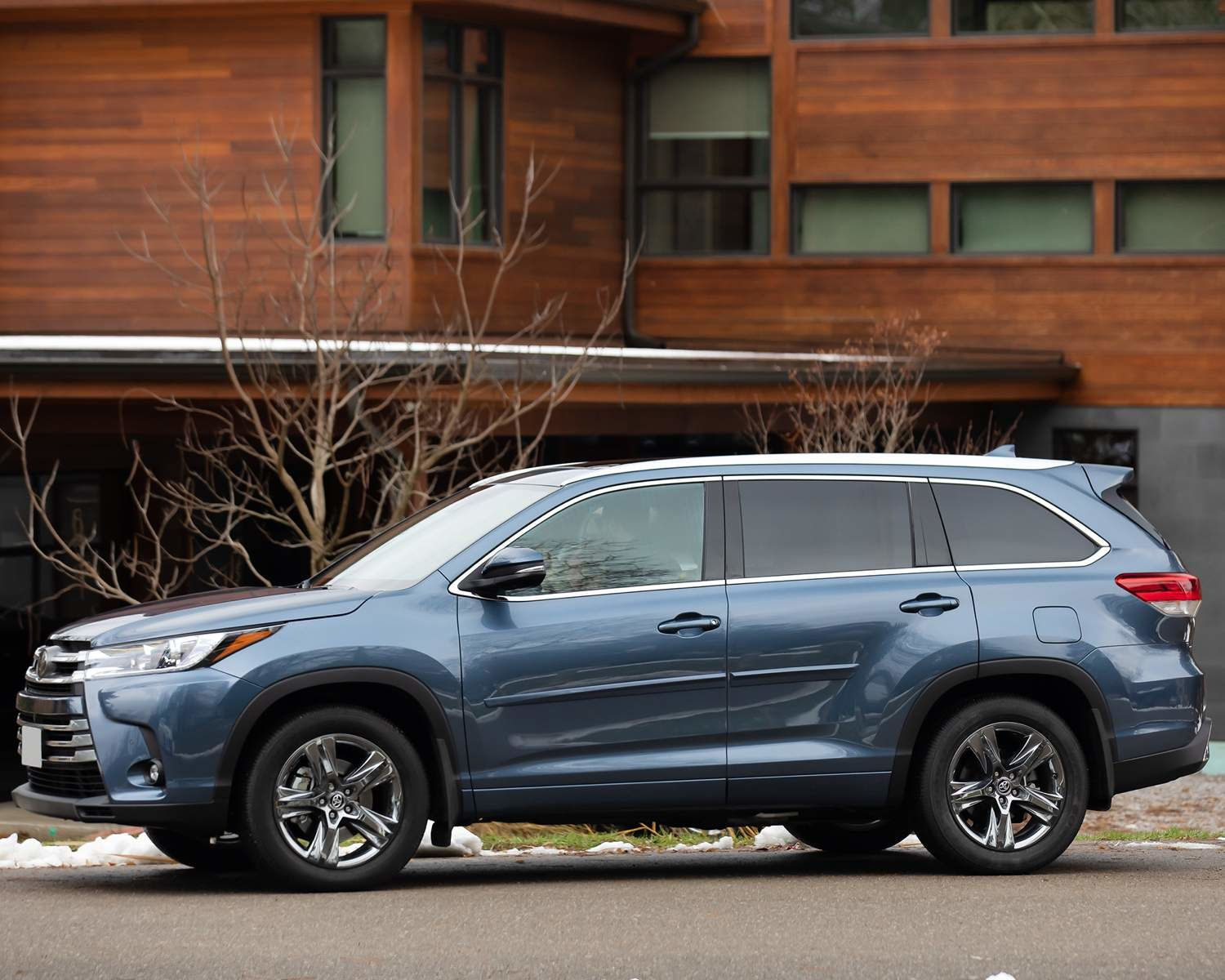 Highlander Limited AWD shown in Shoreline Blue pearl