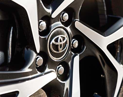 Roues de 18 po en alliage d'aluminium en option sur le C-HR XLE Premium