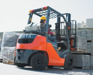 Core Internal Combustion Pneumatic Tire Forklift lifting stone pavers outside