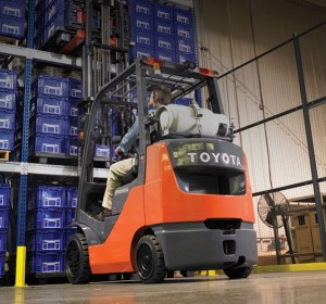 Toyota core internal combustion cushion tire forklift lifting pallet from rack
