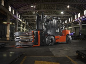 High-Capacity Internal Combustion Pneumatic Forklift application