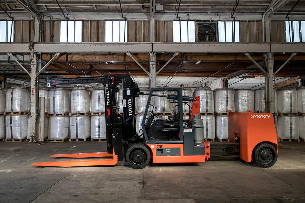 Toyota High-Capacity Adjustable Wheelbase Rigging Forklift ... on