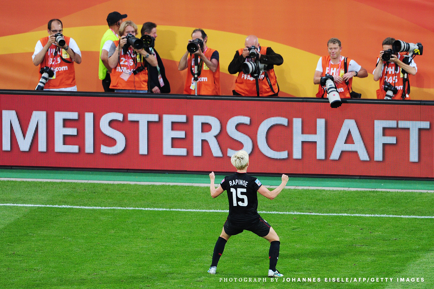 USA's midfielder Megan Rapinoe celebrate