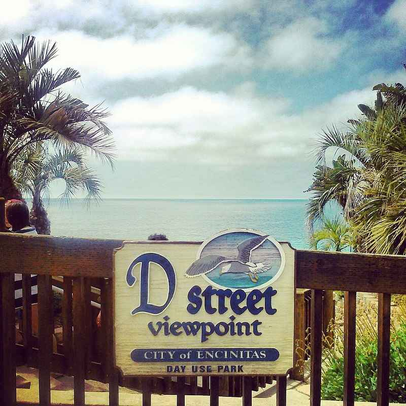 D Street sign in Encinitas