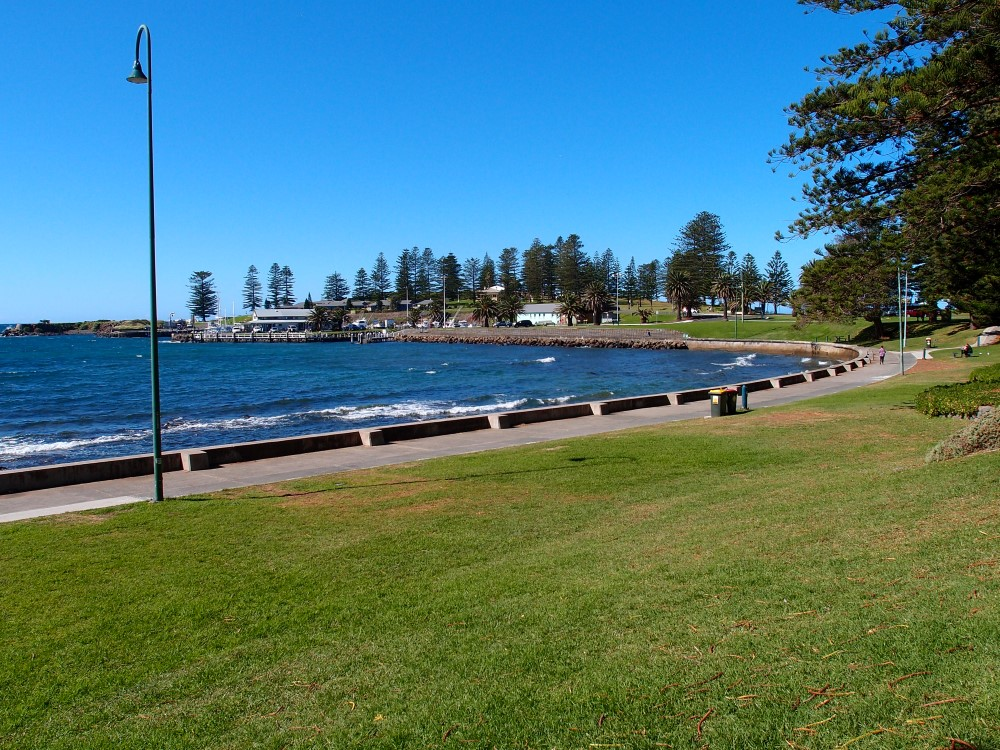 Kiama Blowhole view towards the hill where blowhole is
