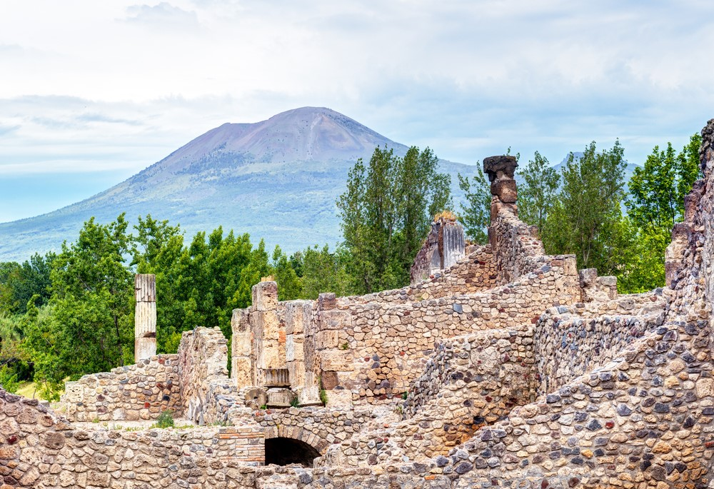 Mind-blowing volcanoes Mount Vesuvius, Italy