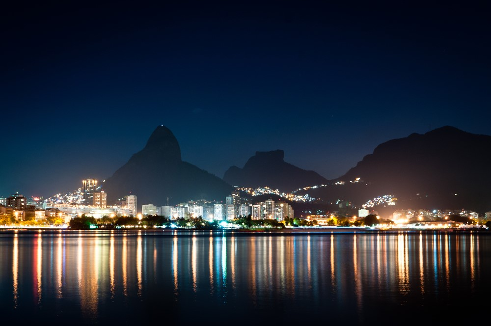 Facts about Rio Rio hosts the largest carnival
