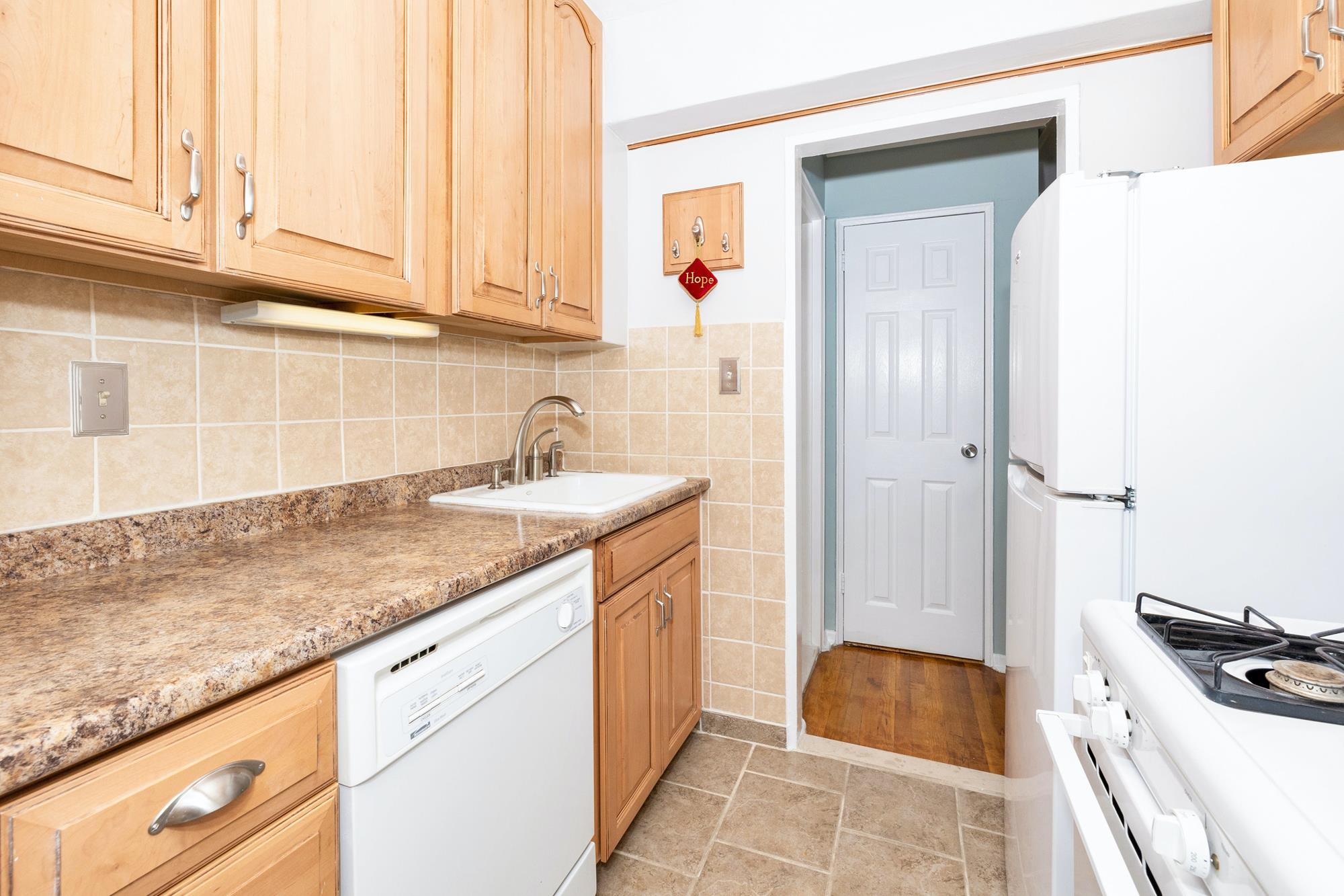 Bright Studio with Separate Kitchen at Cambridge House