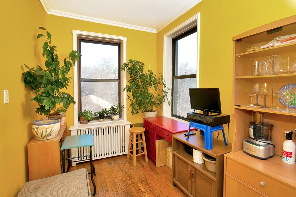 Spacious & Charming Junior-4 Co-op