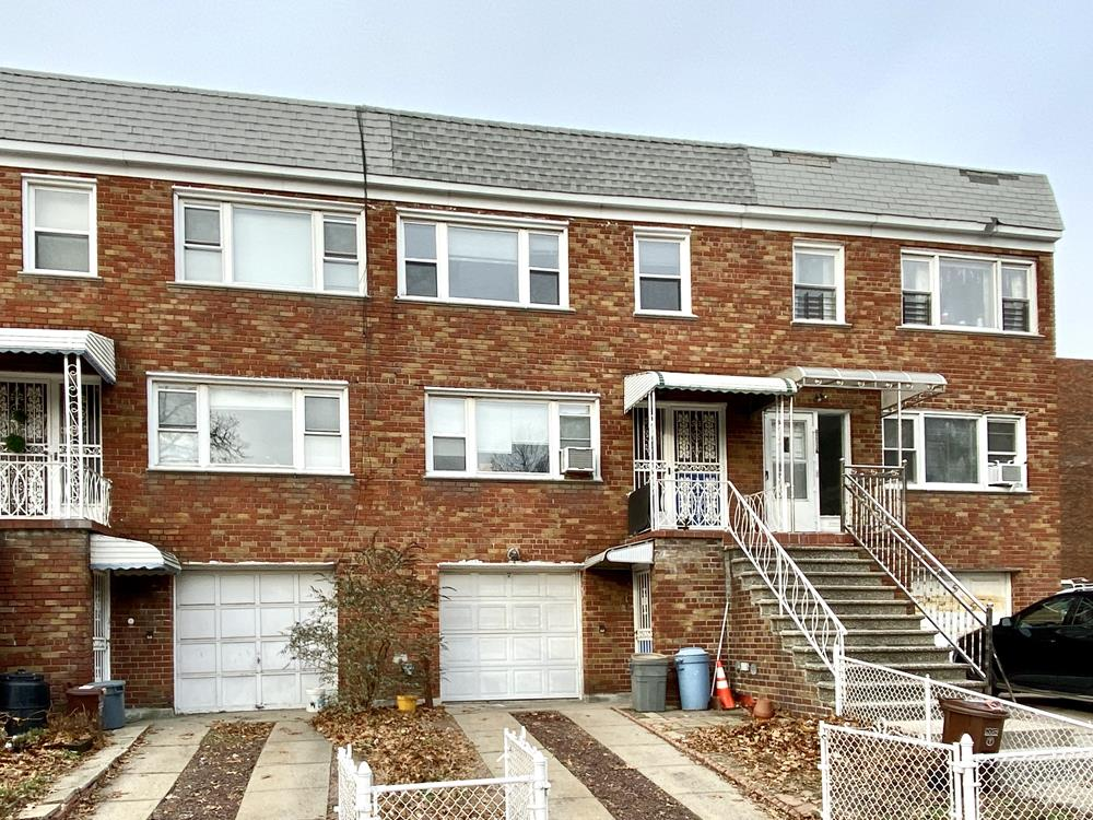 NO FEE: 2-Bd. Apartment in Multi-Family Townhouse