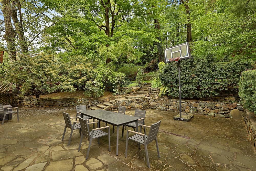5-Bd. House w/ Gracious Front Porch & Lush Backyard w/ Patio & Garden