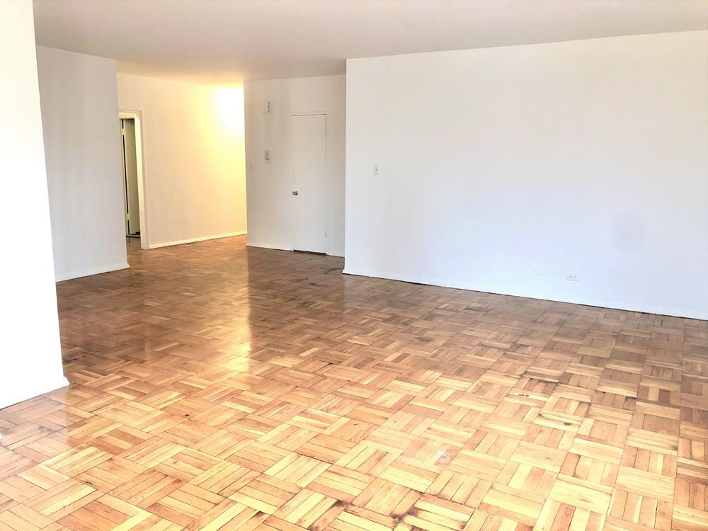 LANDLORD PAYS PARTIAL FEE: Pet Friendly  3 Bd, 2 bath, Dining area, Sunset Balcony, Doorman & Fitness Room