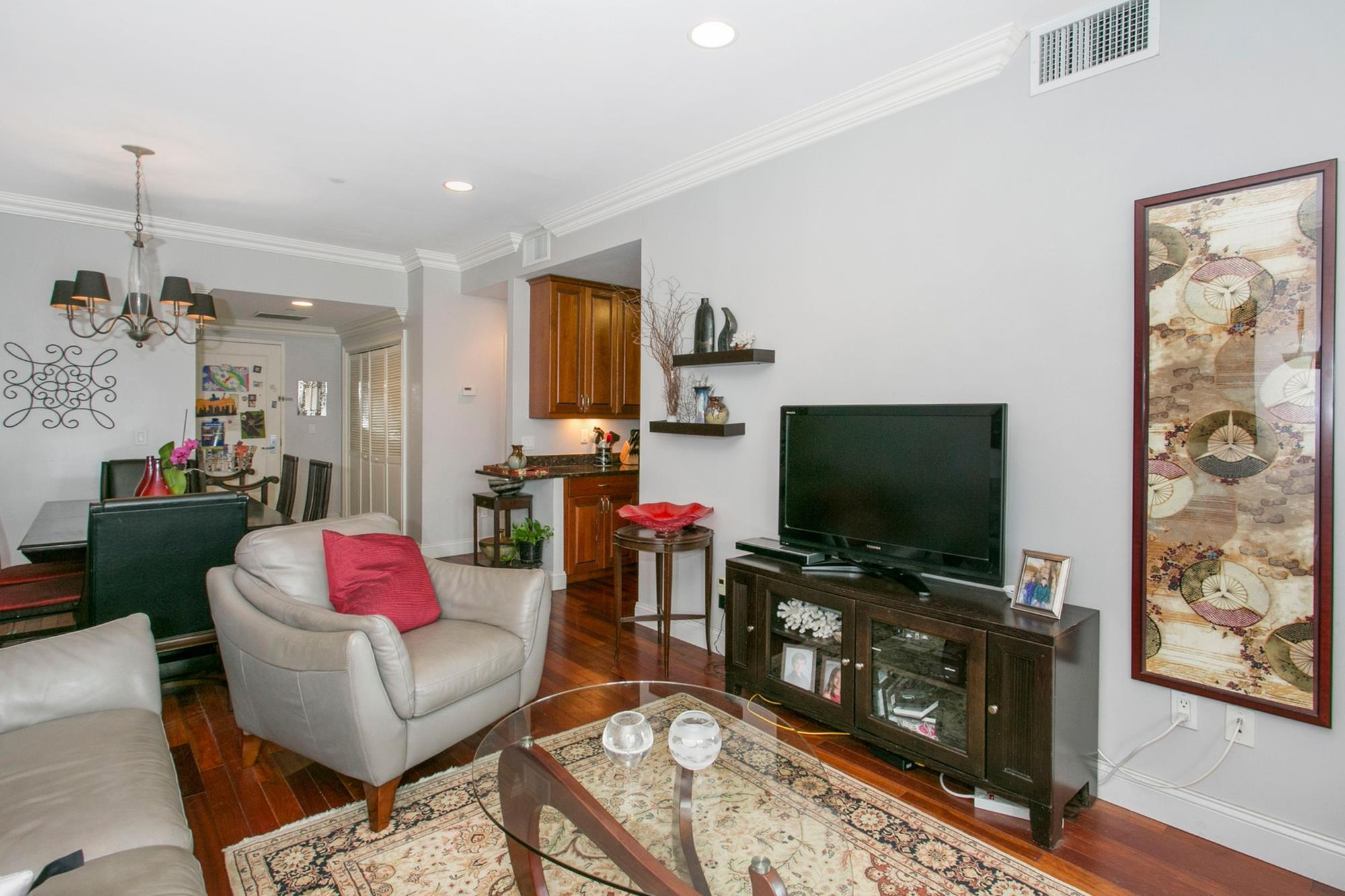 CENTRAL RIVERDALE: 3-Bd. Contemporary Condo w/ Balcony, Laundry in Unit, Doorman & Indoor Parking at The Waterford