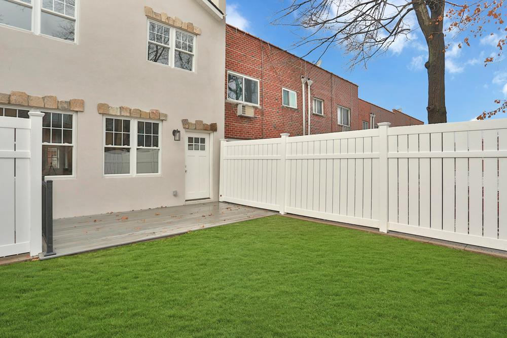 NEW CONSTRUCTION: 2-Family Townhouse w/ 4-Bd. Duplex, Deck & Level, Grassy Backyard