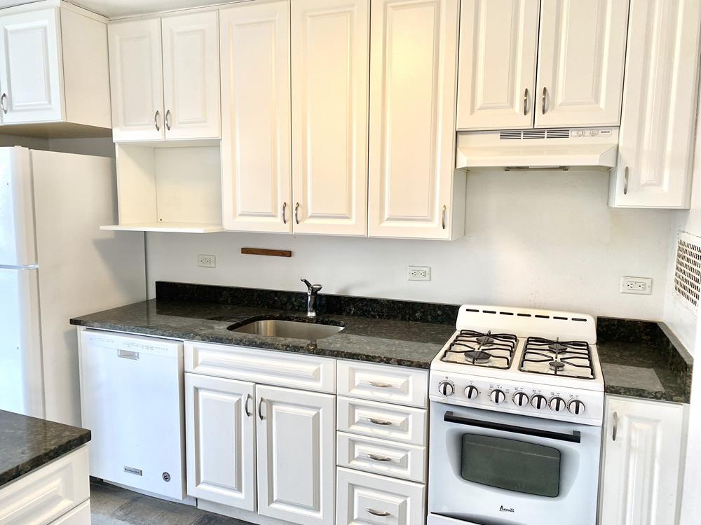 Bright Junior-4 Co-op (Convertible 2-Bd.) w/ Renovated Kitchen, 24-hr. Doormen & Majestic River View