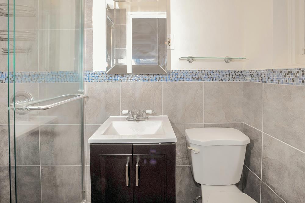 Low-Floor 3-Bd., 2-Bath Co-op w/ Washer/Dryer in Unit & Doormen