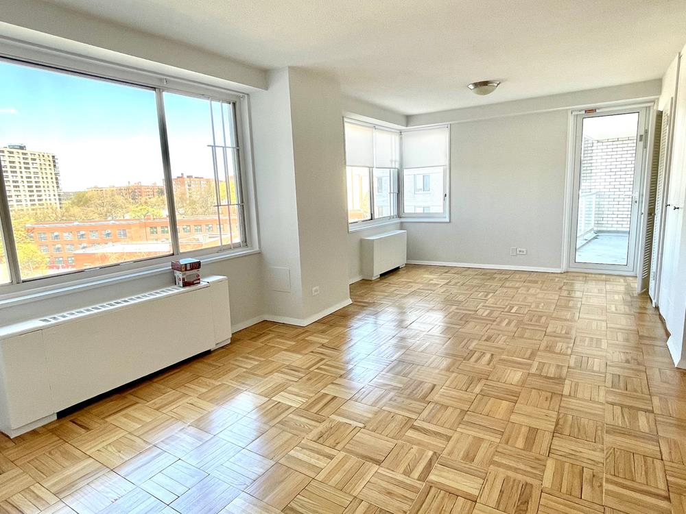NO FEE + 2 Month Free Rent - LUXURY BUILDING: Enormous 2 Bdrm Conv.3, 2 Bath w/ Balcony, Partial River Views, Dishwasher, Microwave, Hardwood Floors, Great Closets, 24-hr. Doormen, Health Club, near transportation, parks and shopping