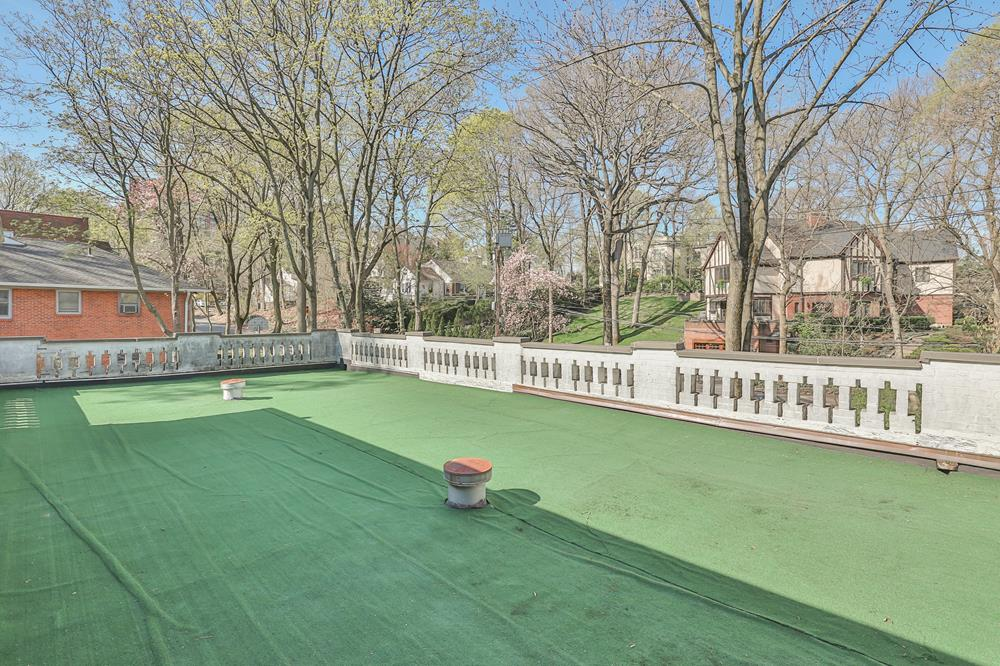 Spacious 5-Bd. Townhouse Triplex w/ 2 Fireplaces, Huge Private Roof Terrace + Laundry Room