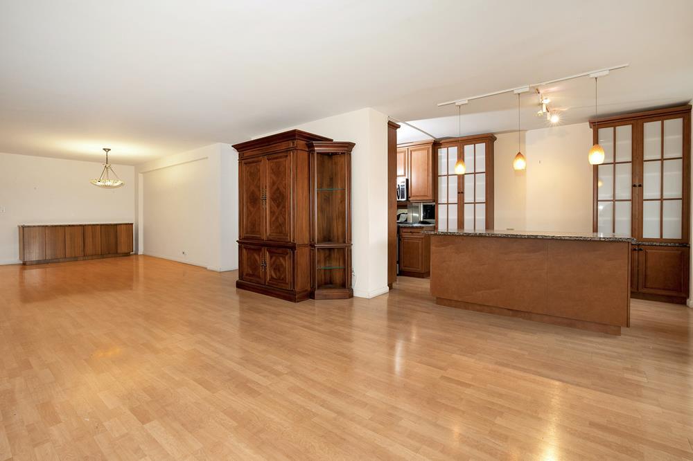 Renovated & Spacious 2-Bd. (Convertible 3-Bd.) Co-op w/ Balcony & 24-hr. Doormen