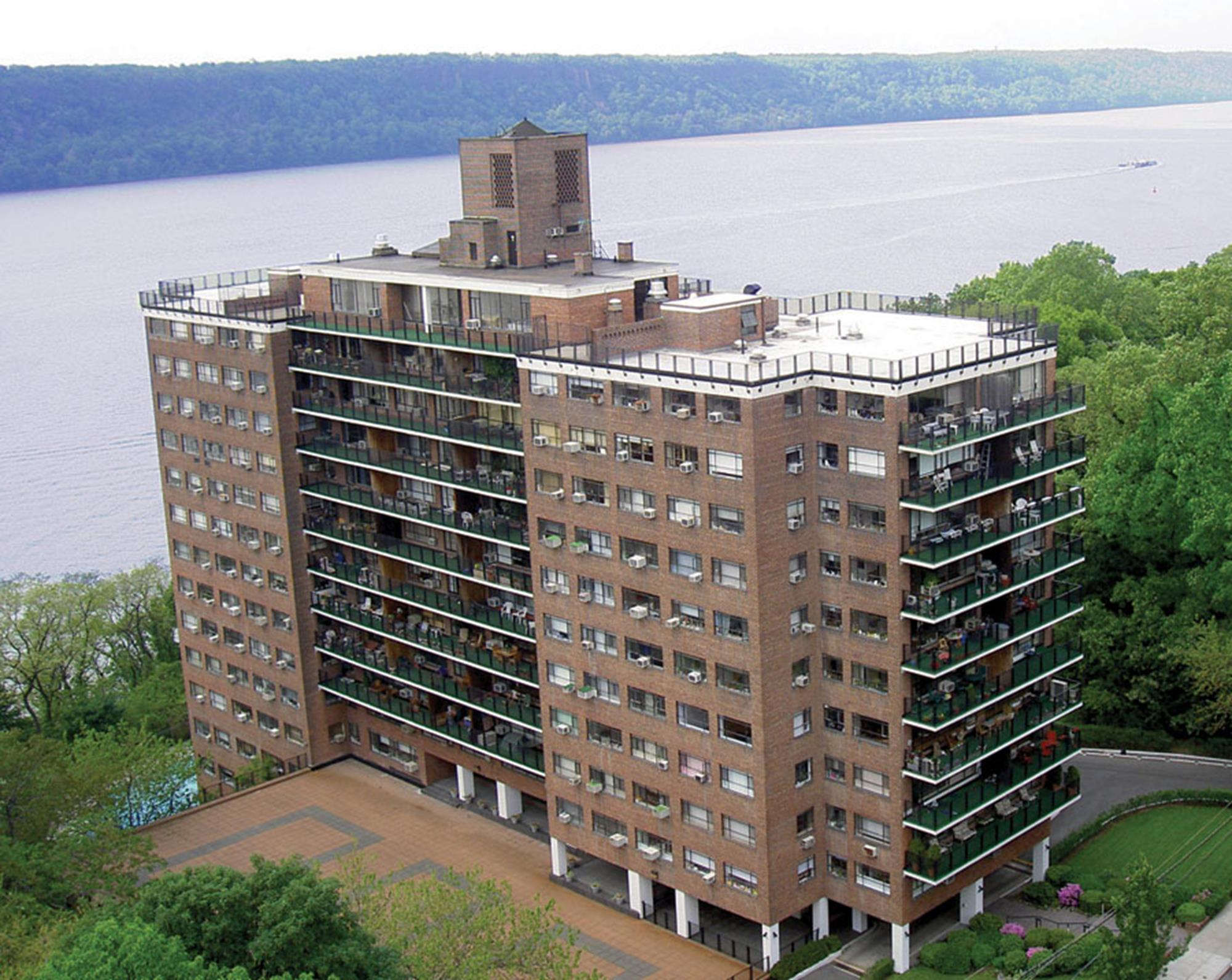 SOUTH RIVERDALE: Bright 2-Bd, 2-Bath Luxury Co-op w/ 20 ft. Balcony, River Views, 24-Hr. Doormen & Parking Availability at Highpoint-on-Hudson