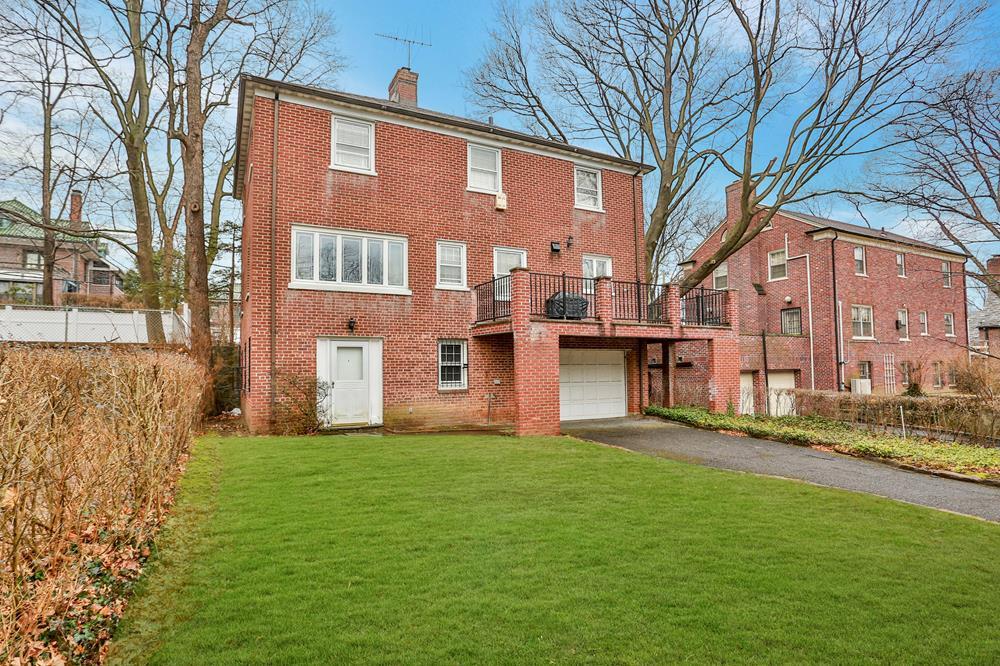 Classic 3-Bd. Brick House w/ Terrace & Grassy Yard