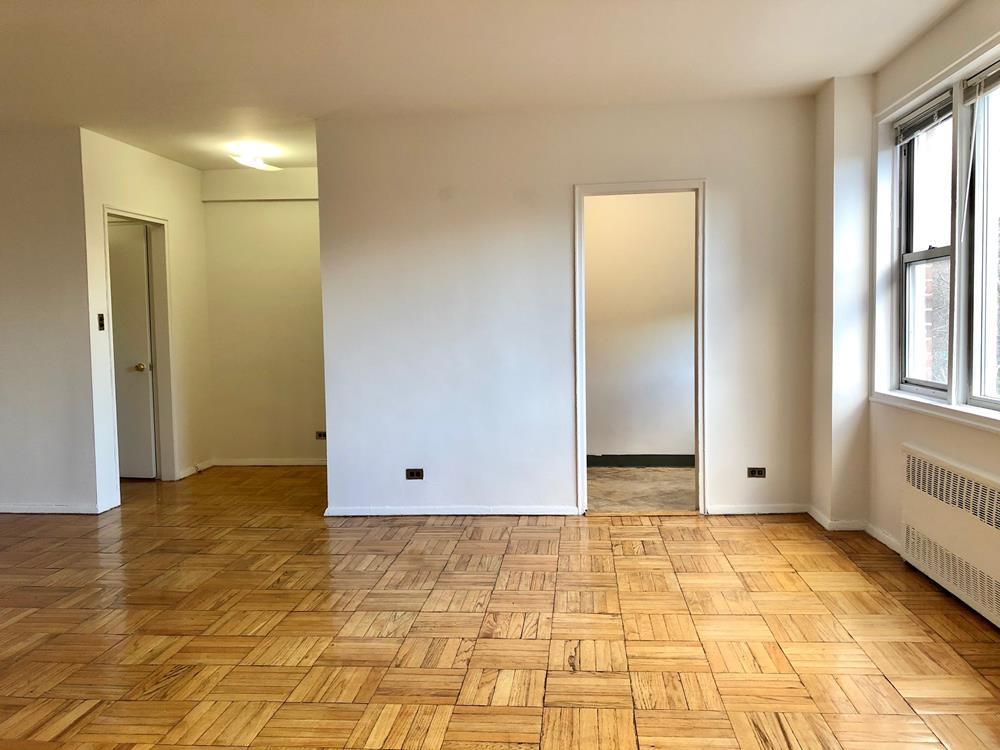 RENT STABILIZED - L-Shape Studio with Bright Exposure, Doorman, near shops, transportation & dog run,Fitness Room,!!!