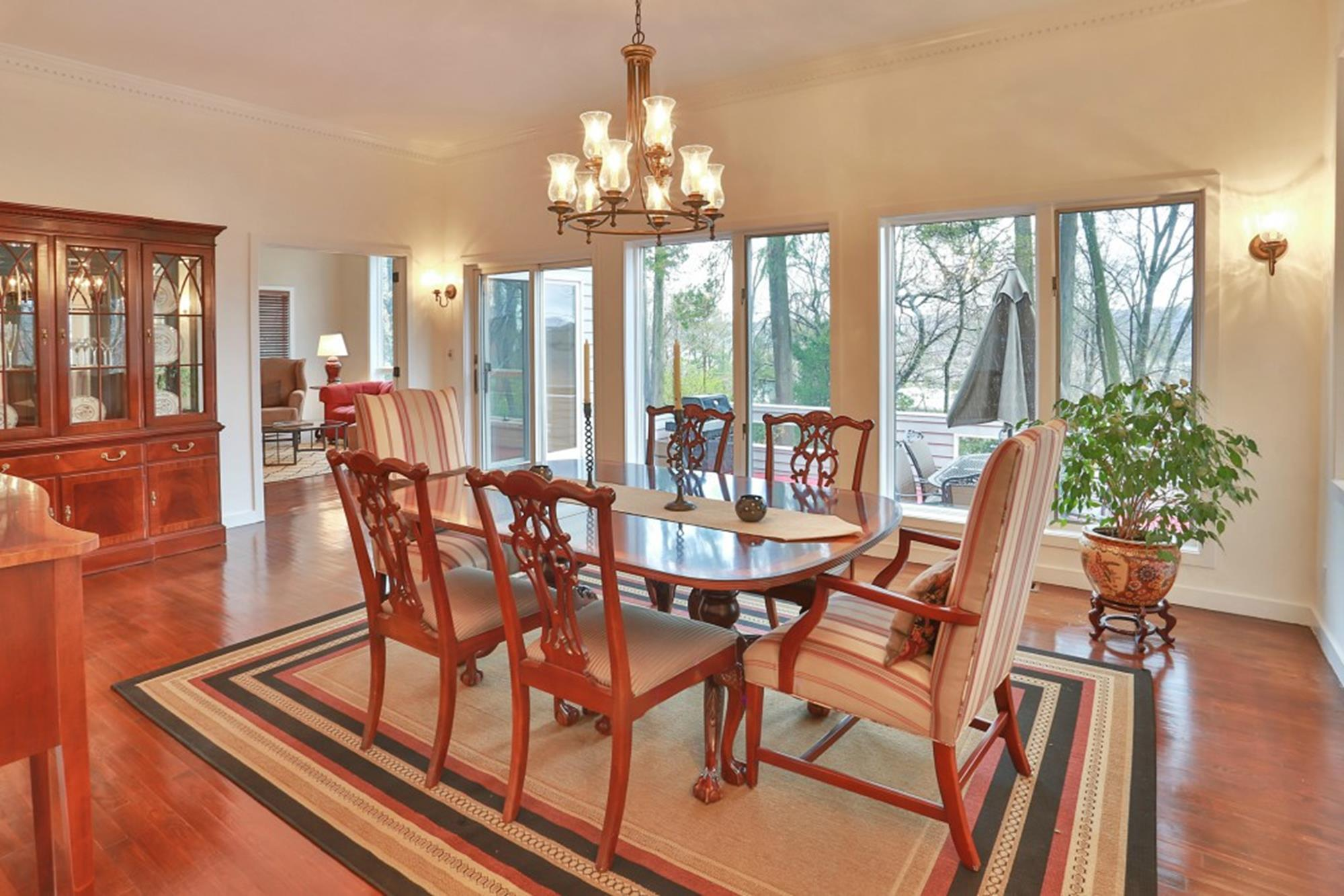 ESTATE AREA: Bright & Airy 6-Bd. Contemporary-Style House w/ Deck on Private Cul-de-Sac