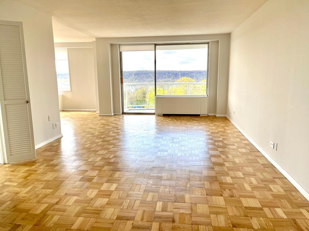 NO FEE + 2 Month Free Rent - LUXURY BUILDING: Enormous 2 Bdrm Conv.3, 2 Bath w/ Balcony, Bright River Views, Dishwasher, Microwave, Hardwood Floors, Great Closets, 24-hr. Doormen, Health Club, near transportation, parks and shopping