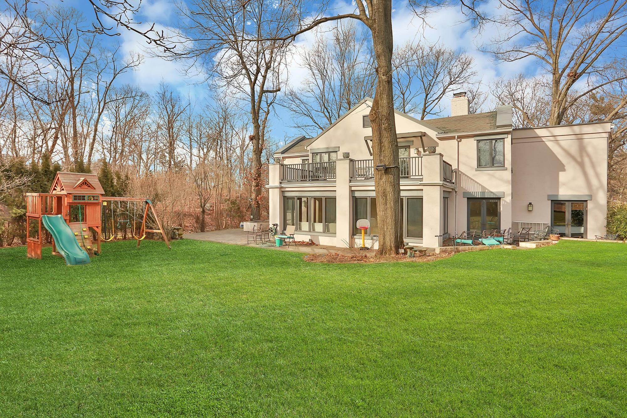 5-Bd. Mediterranean-Style House w/ Spacious Backyard on Leafy Cul-de-Sac