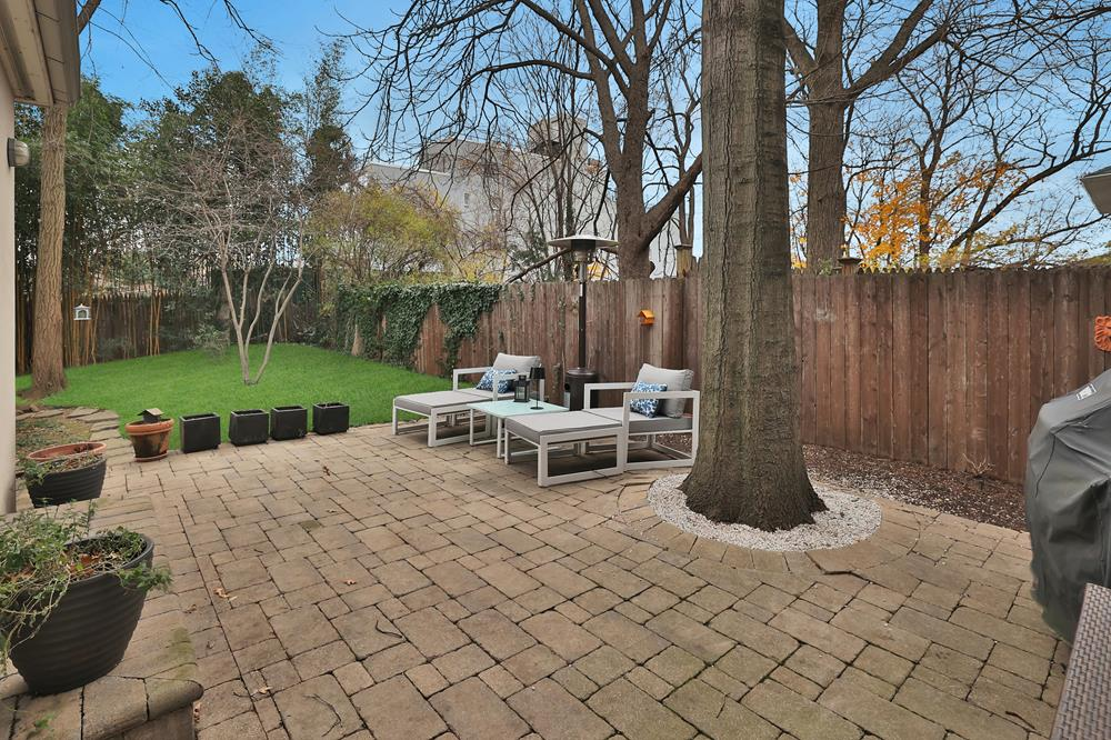 Spacious 2-Bd. Brick Charmer w/ Porch, Patio & Backyard on Private Cul-de-Sac