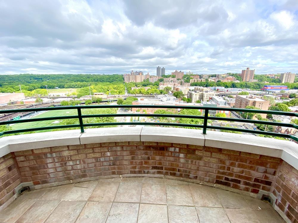 Top-Floor 3-Bd. Contemporary Condo w/ Balcony, Laundry in Unit, Doorman & Indoor Parking at The Waterford