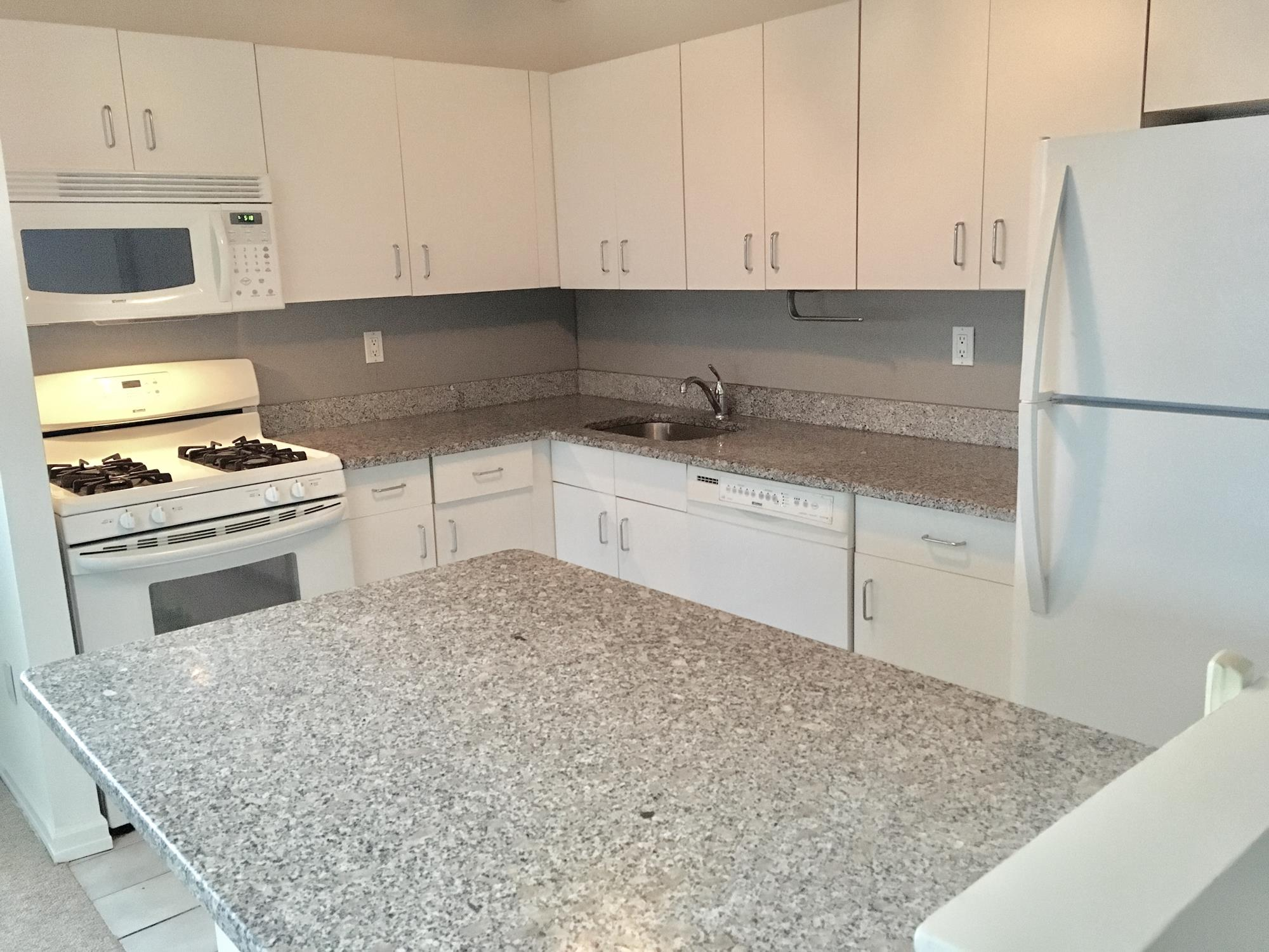 CONDO PENTHOUSE RENTAL – 3220 FAIRFIELD AVENUE: Bright & Modern 2-Bd., 2-Bath Apartment w/ Balcony; part-time doormen; updated bathrooms ; washer/dryer in unit; expansive skylight; 9th (top) floor.  Near transportation, schools, parks & Johnson Ave. shops.  Pets OK.