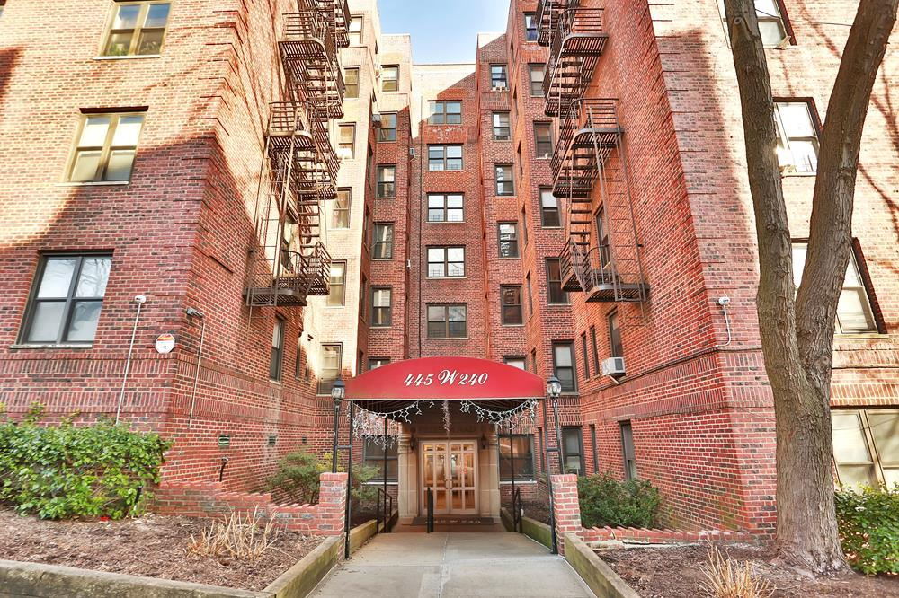 Postwar 2-Bd. Condo at Fieldston Plaza